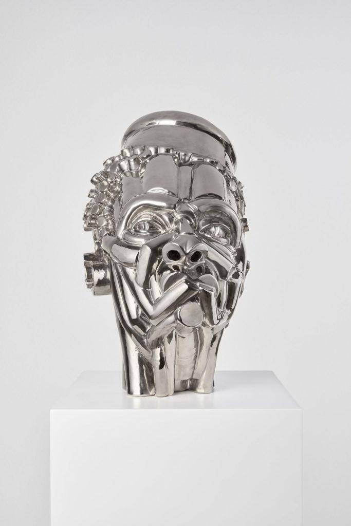 Artigiano del Cuore 2021_Vincitore_Victor Fotso Nyie_Autoritario 2020, ceramica smaltata e platinata, 38x25x30 – ph Carlo Favero