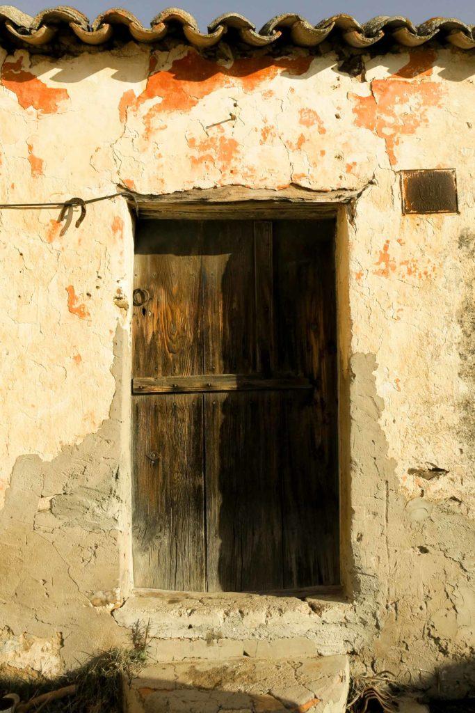 La-porta-di-un-furriadroxu-antico_sito